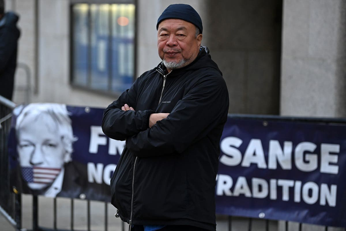 Chinese dissident artist Ai Weiwei stages a silent protest in support of Julian Assange outside of the Old Bailey court in central London on September 28, 2020. (AFP)