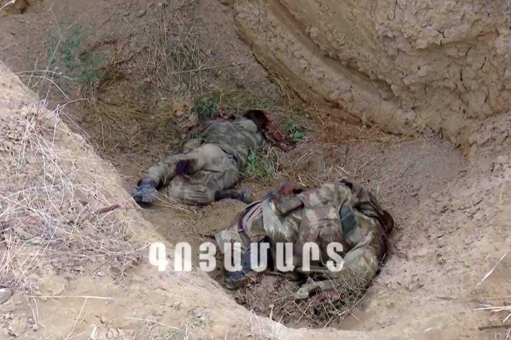 صورة من مقطع فيديو نشرته القوات المسلحة الأرمينية في 28 سبتمبر 2020، ويُزعم أنها تُظهر جثث جنود أذربيجانيين
