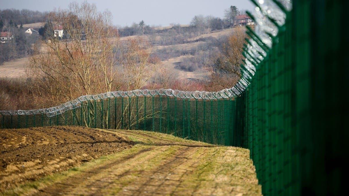 Slovenian police detain over 100 migrants near border with Croatia thumbnail