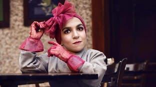 بالصور.. أول عارضة أزياء مصرية قصيرة القامة تعرض تصاميمها