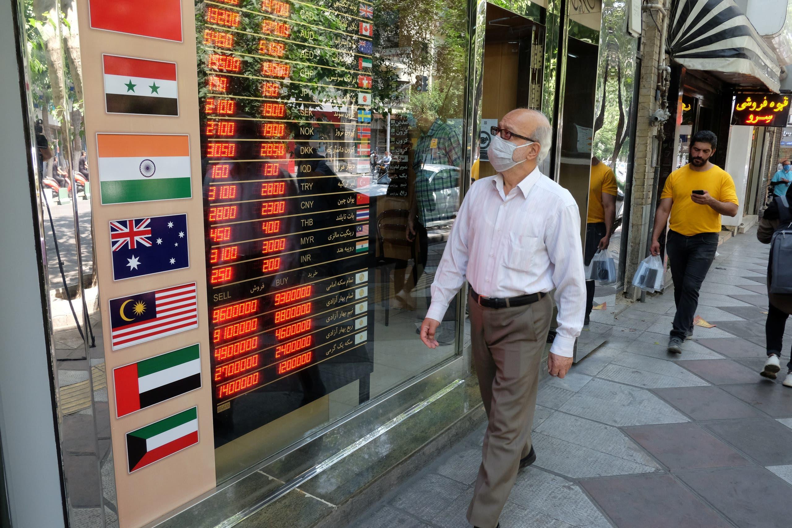 الريال الإيراني وصل مستويات متدنية تاريخيا