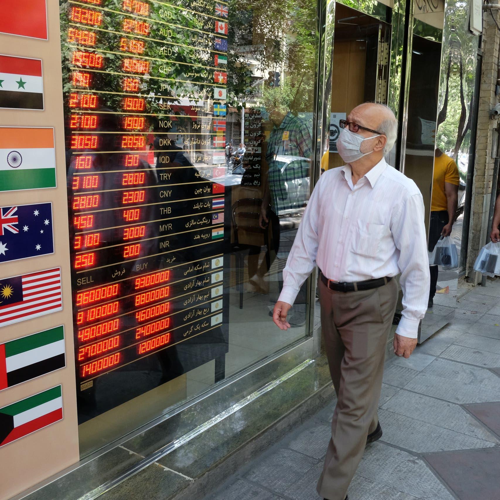 ضربتان لاقتصاد إيران.. استقالة رئيس البورصة والتضخم عند 46%