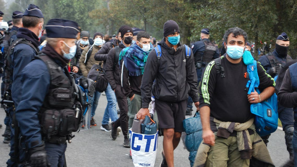 French police evacuate some 800 migrants after they dismantled their camp located near the hospital in Calais, northern France, on September 29, 2020. Bernard BARRON / AFP