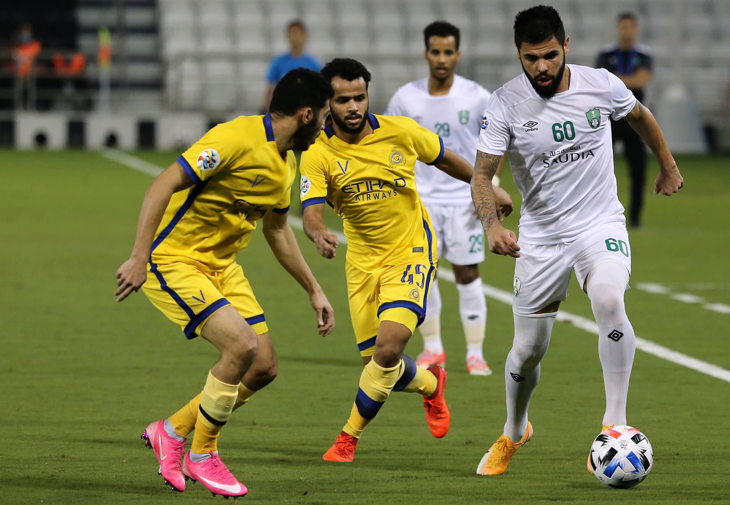 عبدالفتاح عسيري في مباراة سابقة بين النصر والأهلي