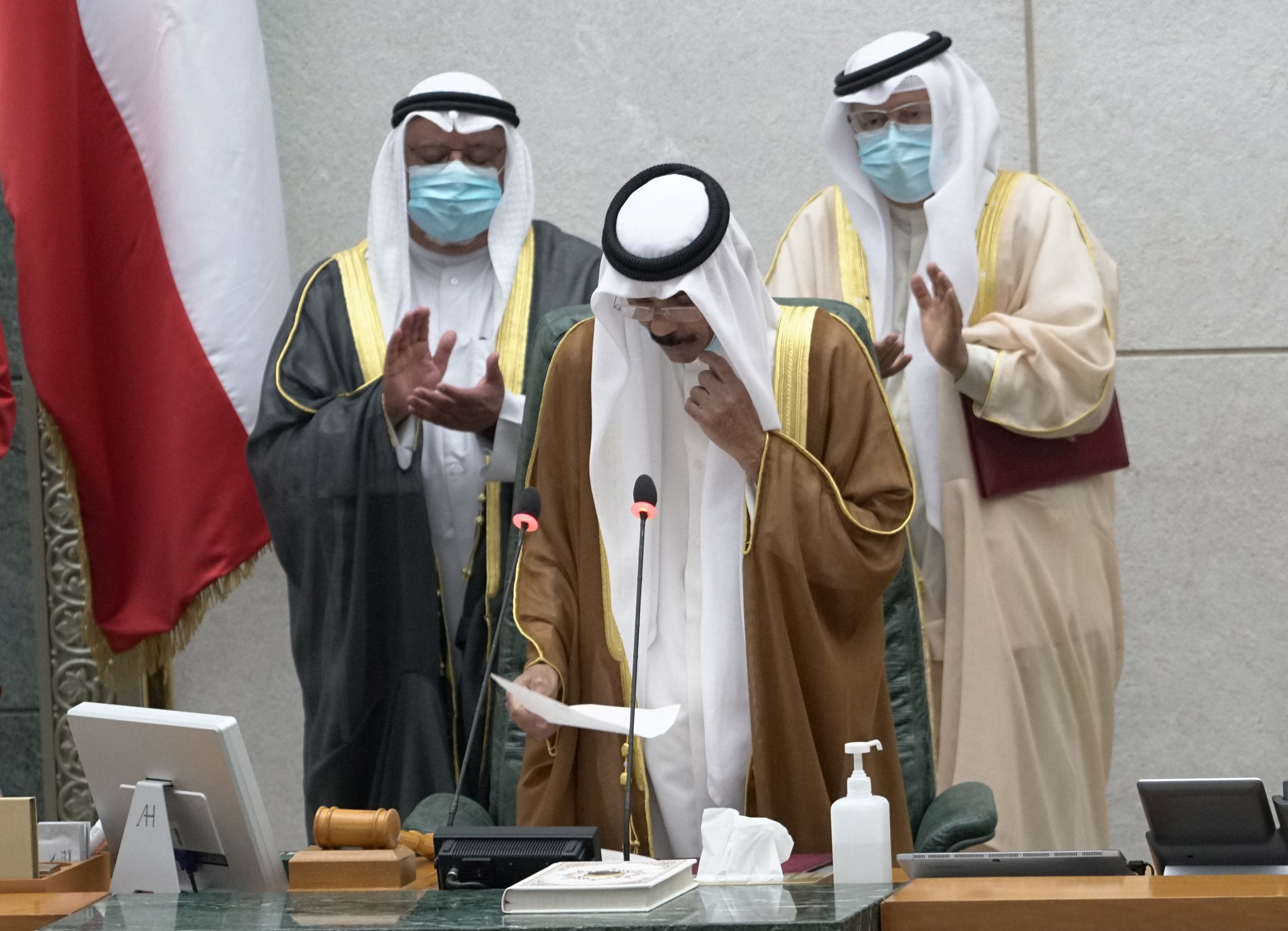 Kuwait's new Emir Nawwaf al-Ahmad al-Sabah takes the oath of office. (Reuters)