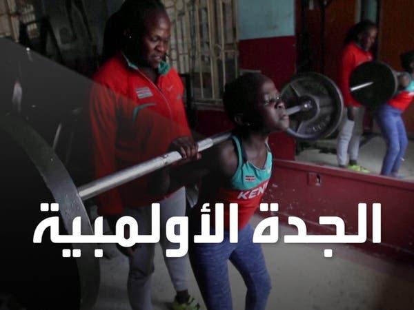 بطلة كينية تعلم ابنتها وحفيدتها رفع الأثقال