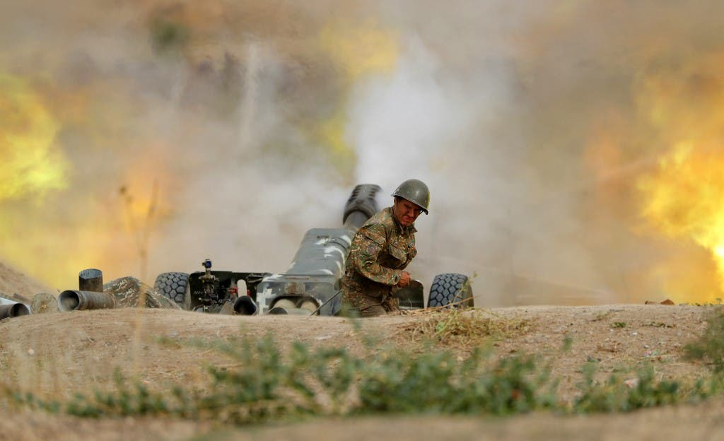 A serviceman of Karabakh's Defence Army fires an artillery piece towards Azeri positions during fighting over the breakaway Nagorny Karabakh region on September 28, 2020. (AFP)
