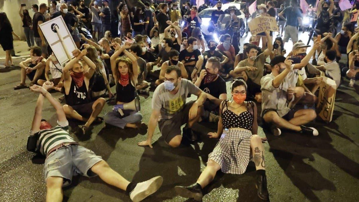 Coronavirus: Israelis protest Netanyahu despite emergency regulations thumbnail