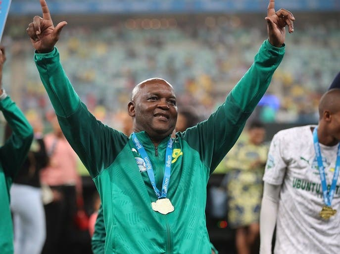 رئيس جنوب إفريقيا سعيد بتعيين موسيماني مدرباً للأهلي