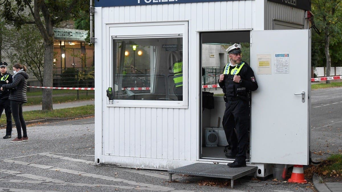 German police arrest suspect after assault on Jewish man near synagogue in Hamburg thumbnail