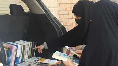 """معلم سعودي ينصب """"عش كتب"""" على سور منزله في القطيف"""
