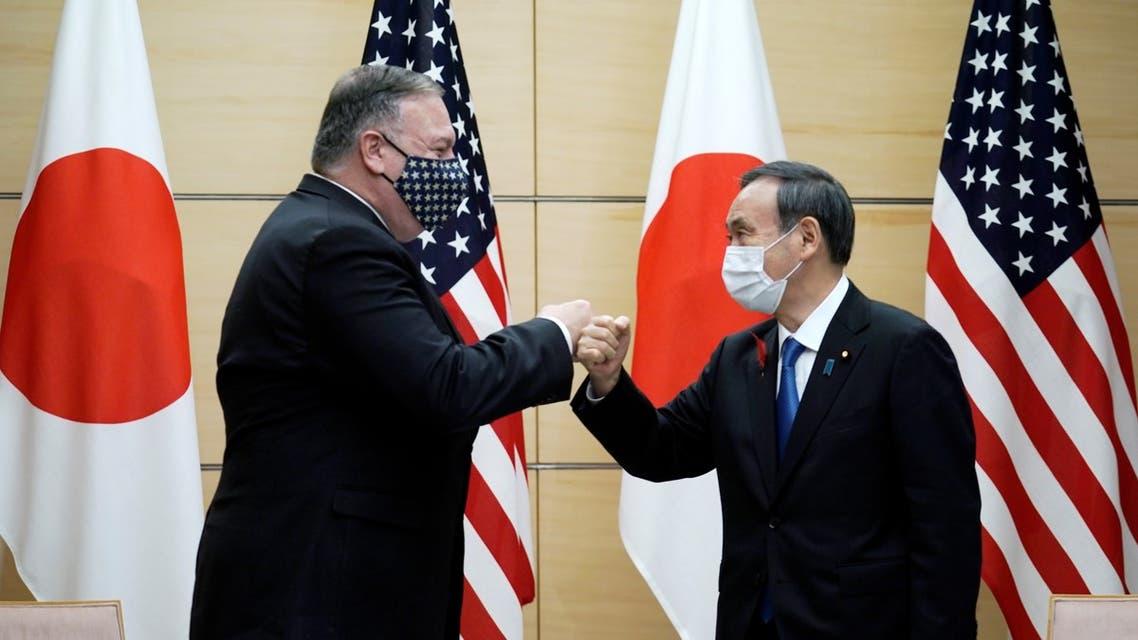 بومبيو مع رئيس الوزراء الياباني الجديد يوشيهيدي سوجا في طوكيو (فرانس برس)