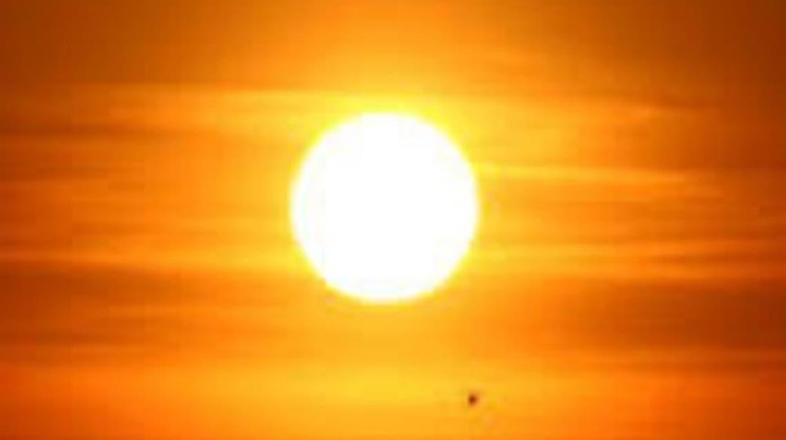 الشمس متوهجة