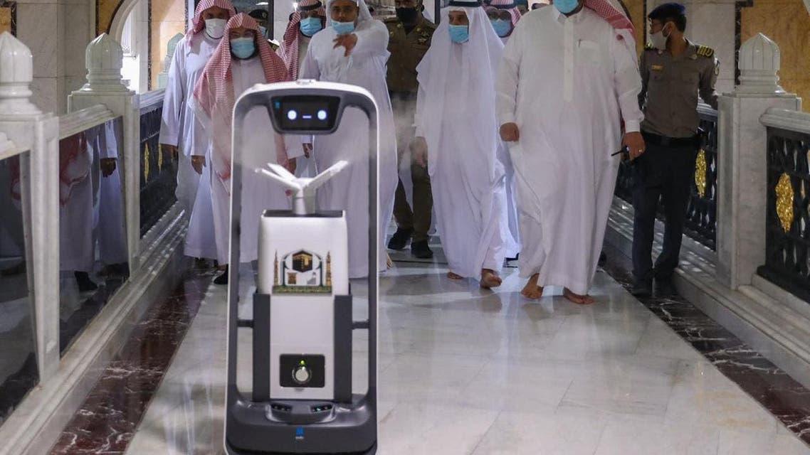 مسجد الحرام میں روبوٹ اسپرے