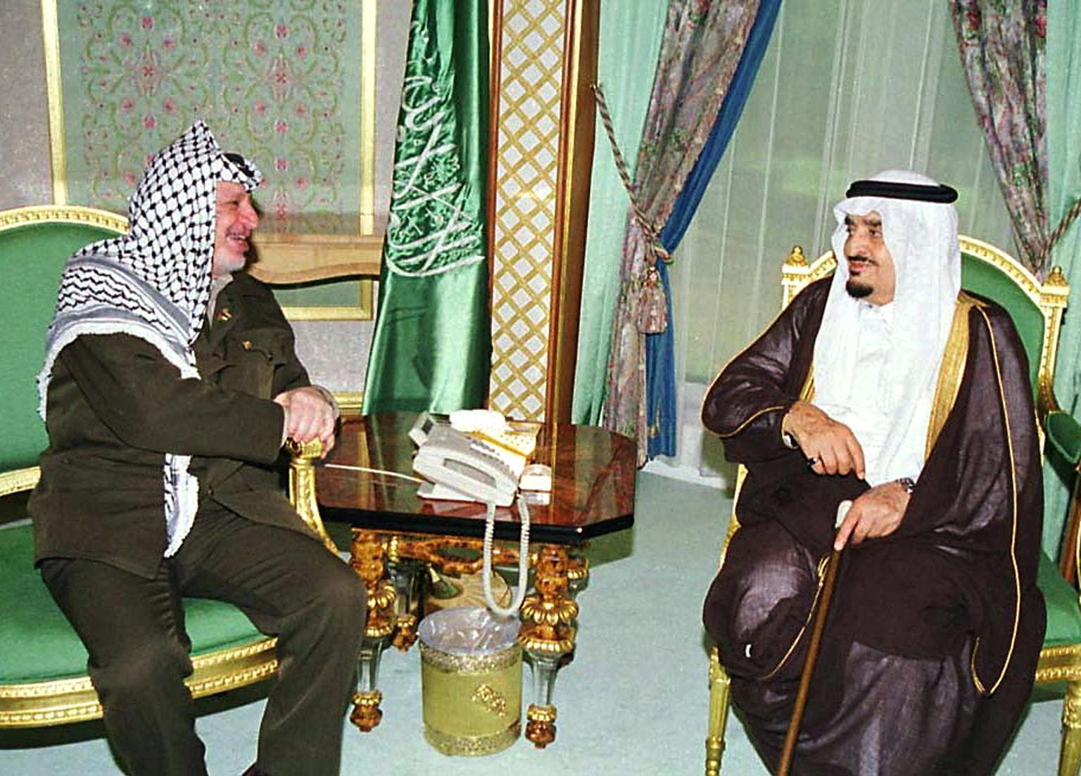 Yasser Arafat and Saudi Arabia's King Fahd in 2000. (File photo: AFP)