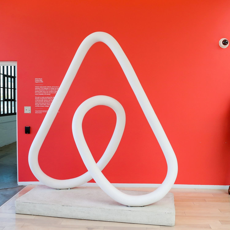 Airbnb تخسر 1.2 مليار دولار من احتياطها النقدي