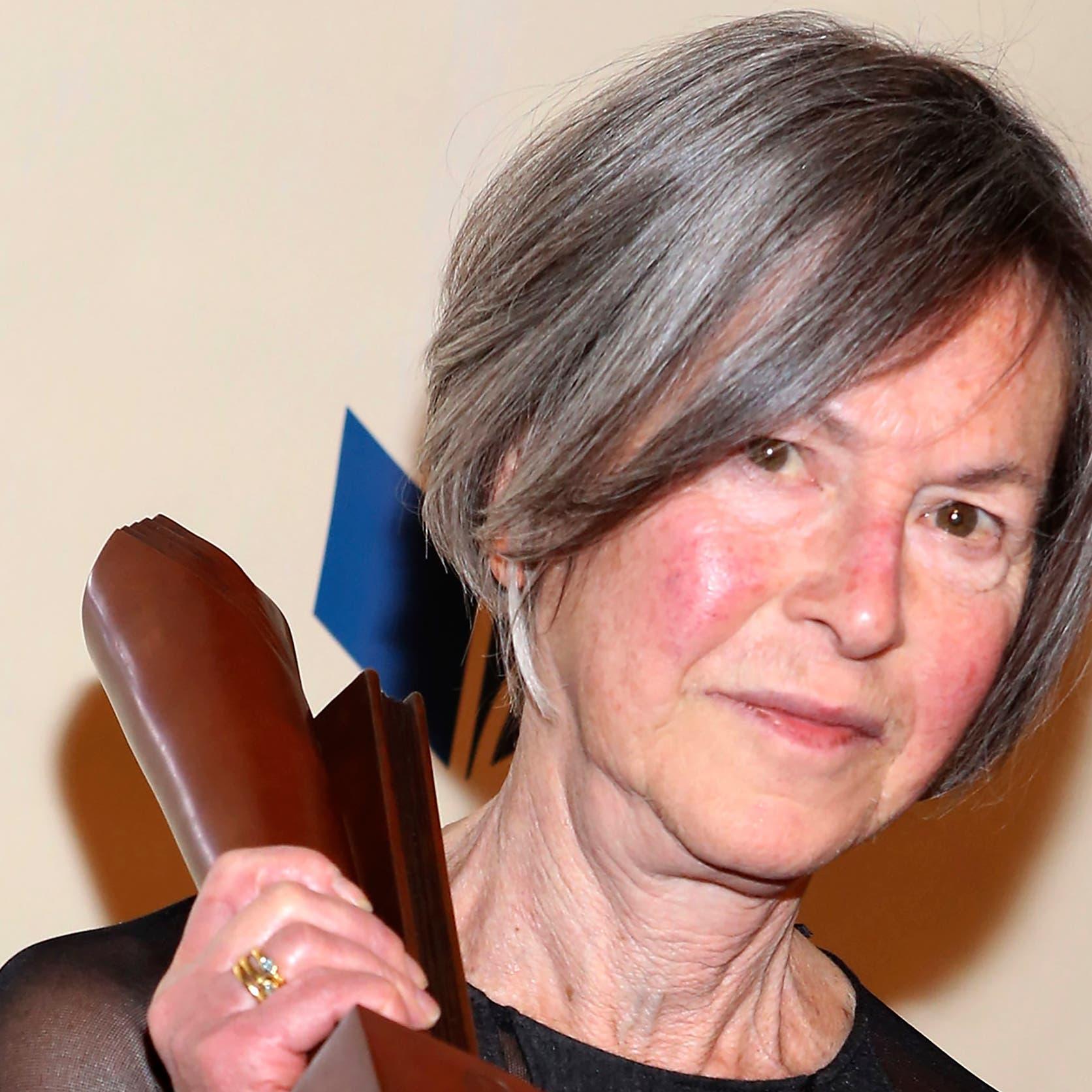فوز الشاعرة الأميركية لويز غلوك بجائزة نوبل للآداب