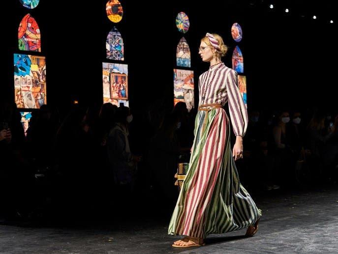 7 اتجاهات ربيعيّة أطلقتها عروض باريس للأزياء الجاهزة