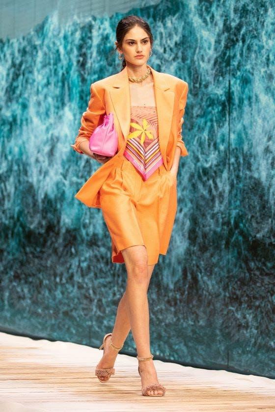 إشراقة البرتقالي في عرض رالف أند روسو