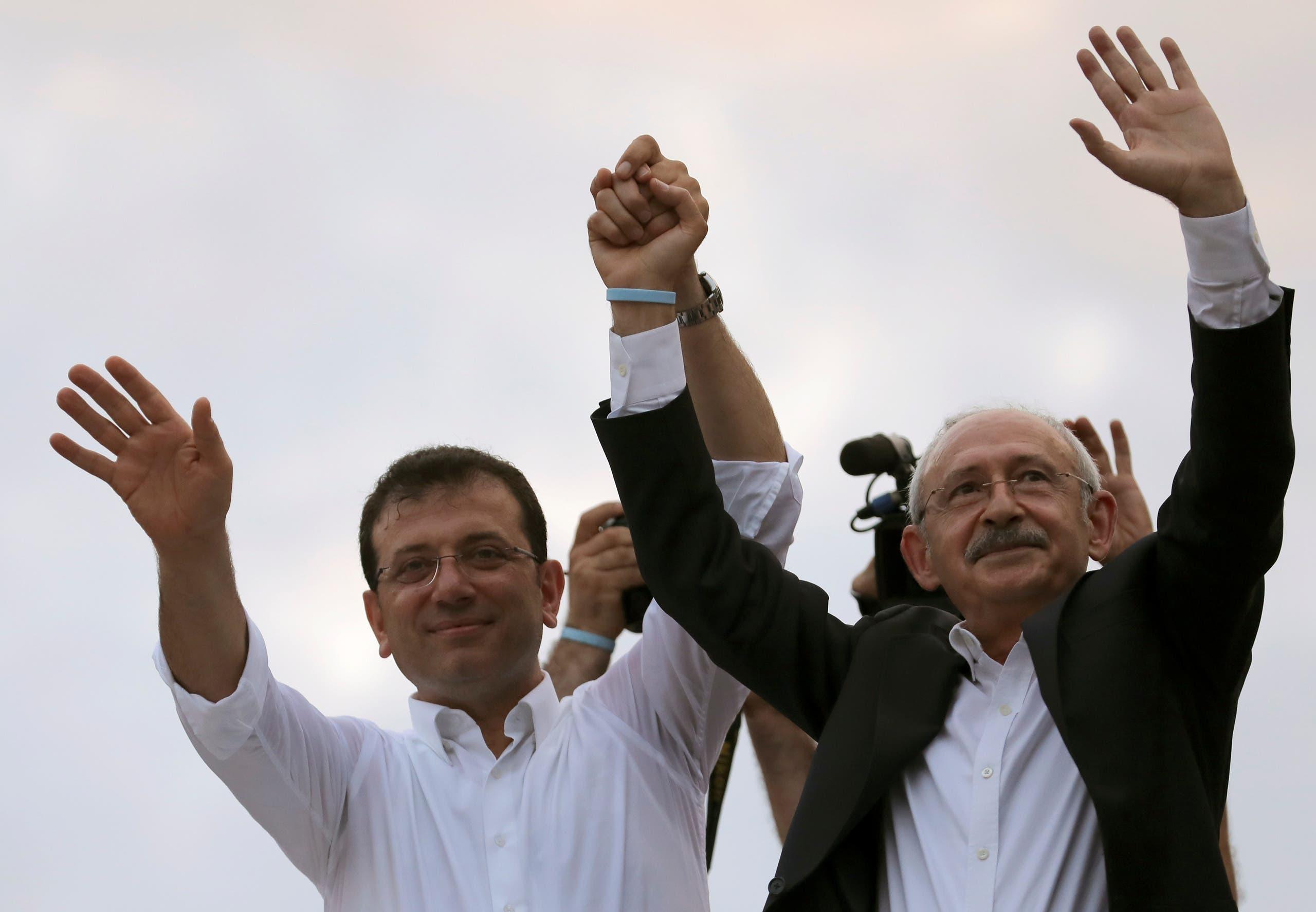 كليجدار أوغلو مع أكرم إمام أوغلو الفائز ببلدية اسطنبول في انتخابات العام الماضي