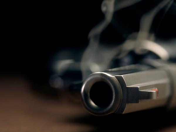 فيديو صادم.. سحب المسدس وأطلق النار على نفسه!