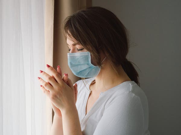 """أطباء يكتشفون أعراضاً جديدة لـ""""كورونا"""".. تعرَّف عليها"""