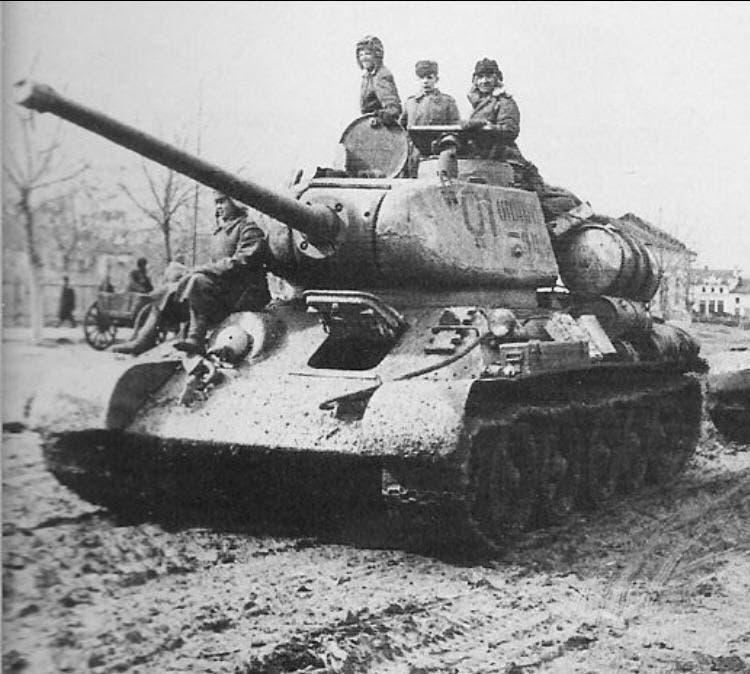 صورة لدبابة تي 34 سوفيتية