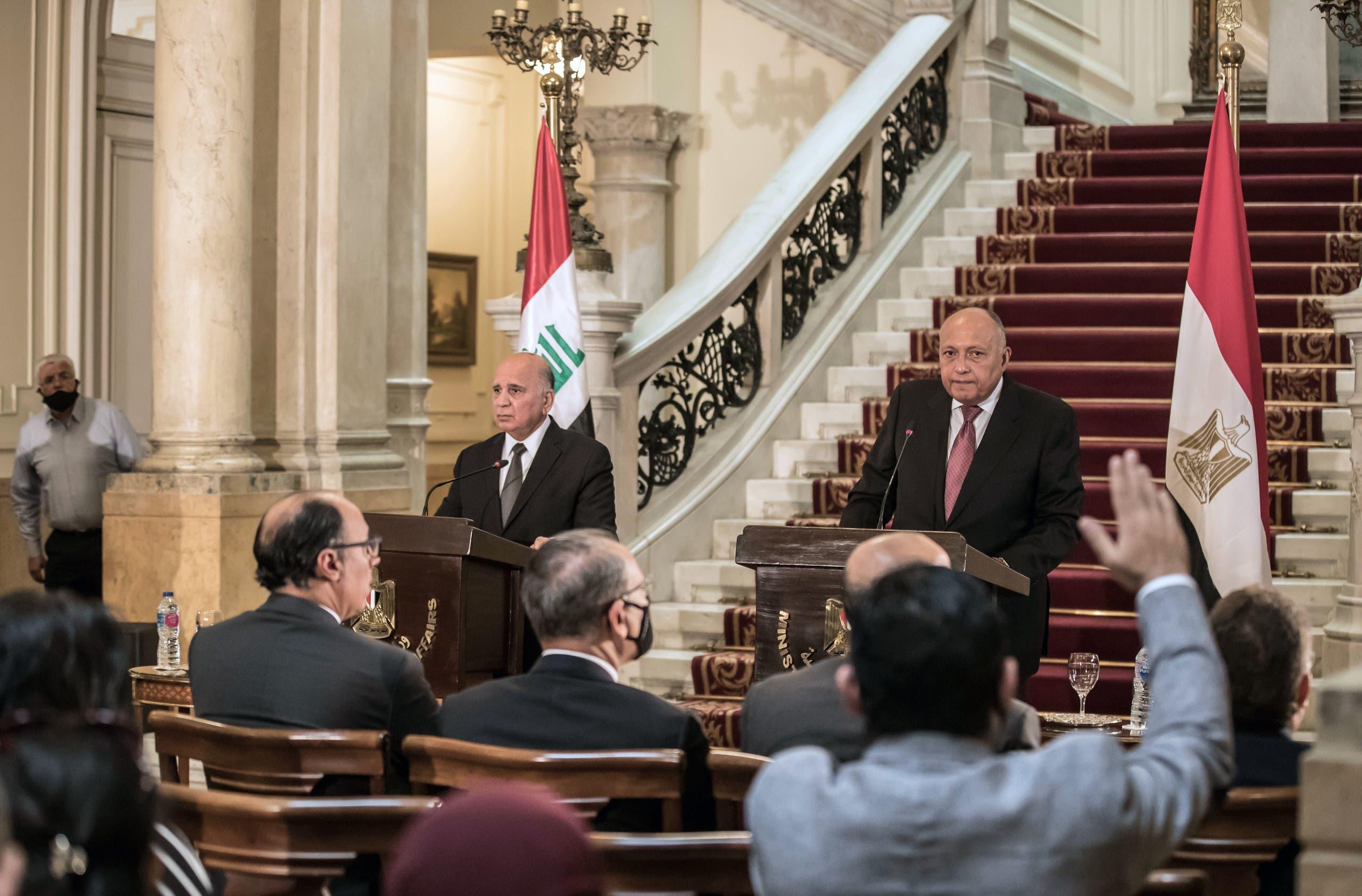 وزيرا الخارجية المصري سامح شكري والعراقي فؤاد حسين