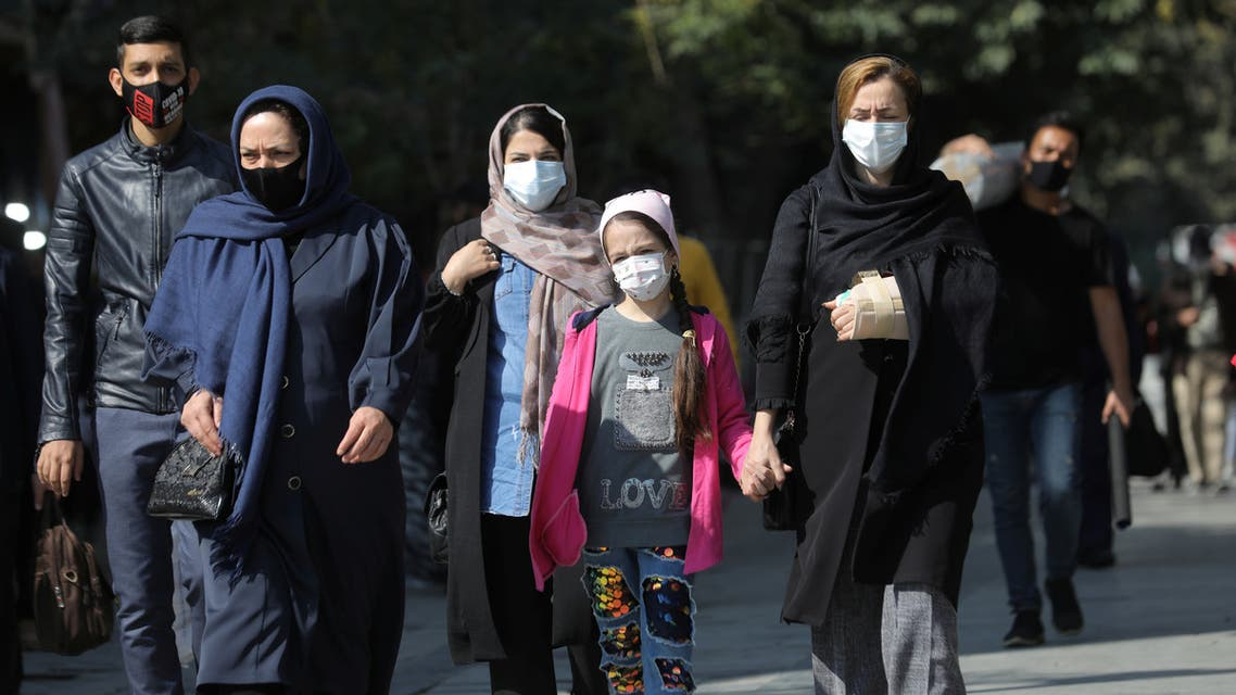 Iranians wearing face masks walk on a street after Iranian authorities made it mandatory for all to wear face masks in public following the outbreak of the coronavirus disease (COVID19), in Tehran Iran October 10, 2020. Majid Asgaripour/WANA (West Asia News Agency) via REUTERS ATTENTION EDITORS - THIS IMAGE HAS BEEN SUPPLIED BY A THIRD PARTY.