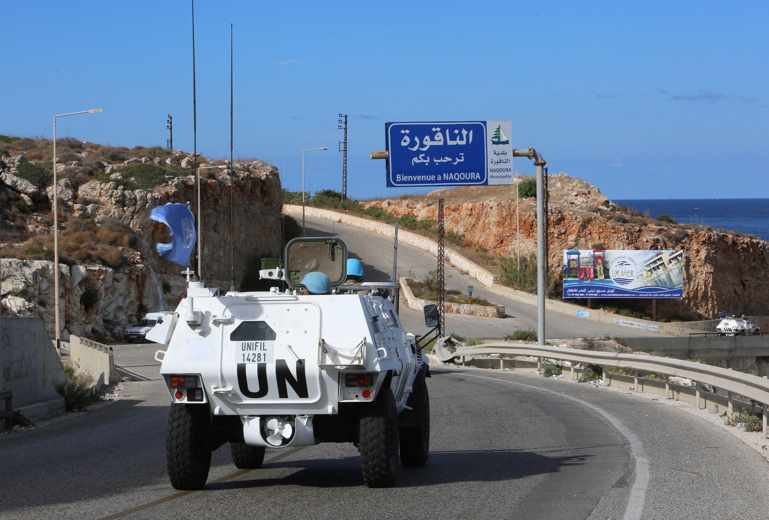 سيارة تابعة للأمم المتحدة بمنطقة الناقورة على الحدود اللبنانية الإسرائيلية