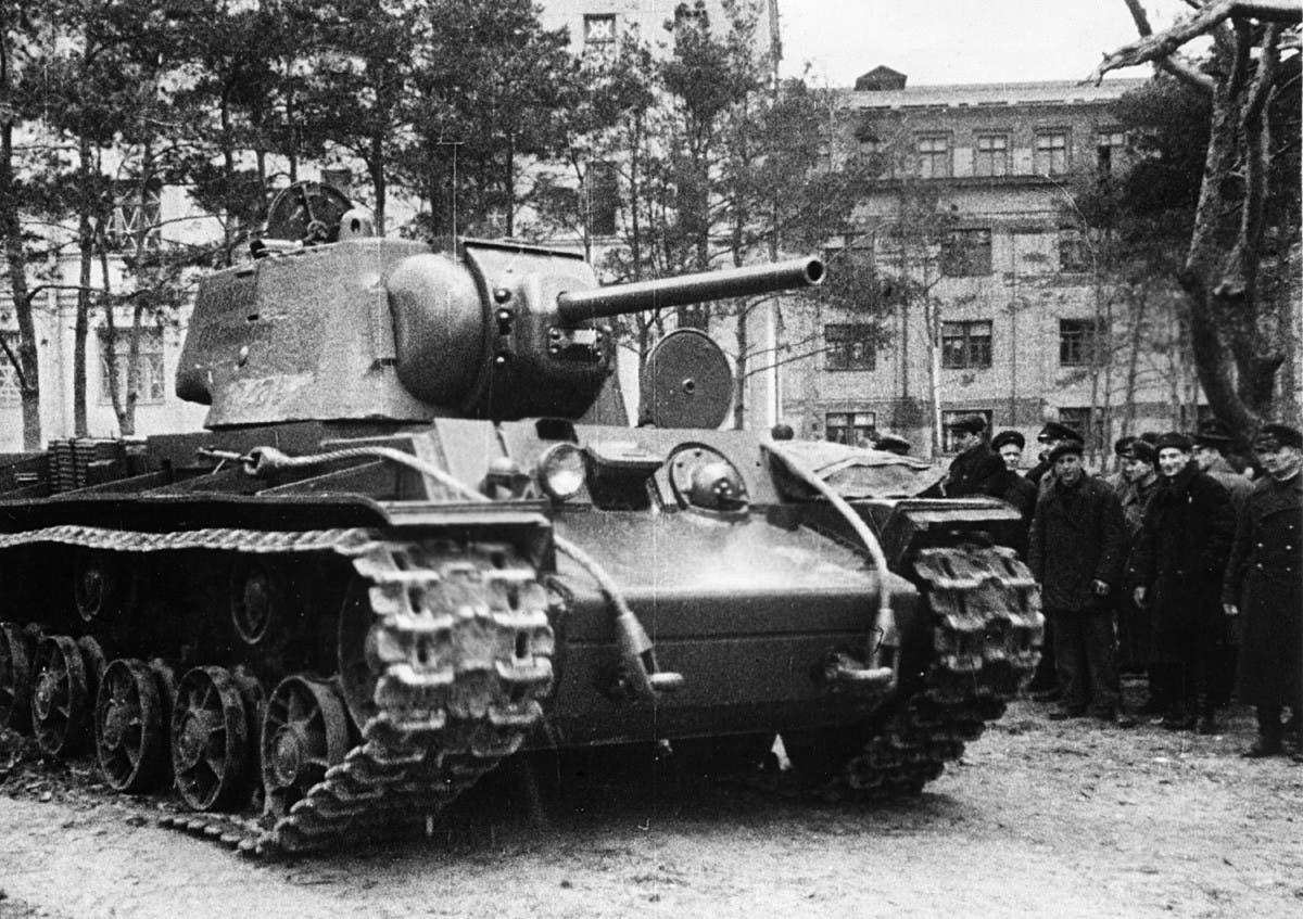 صورة لإحدى دبابات كي في 1 السوفيتية