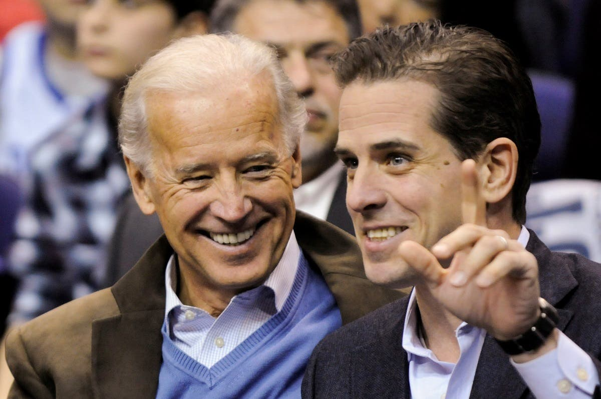 US VP Joe Biden and his son Hunter Biden at an NCAA basketball game Washington, DC, Jan. 30, 2010. (Reuters)