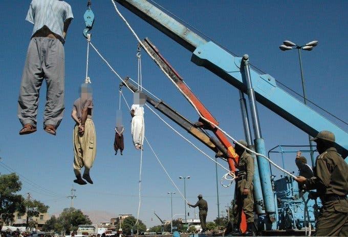 عکس آرشیوی از اعدامهای علنی در ایران