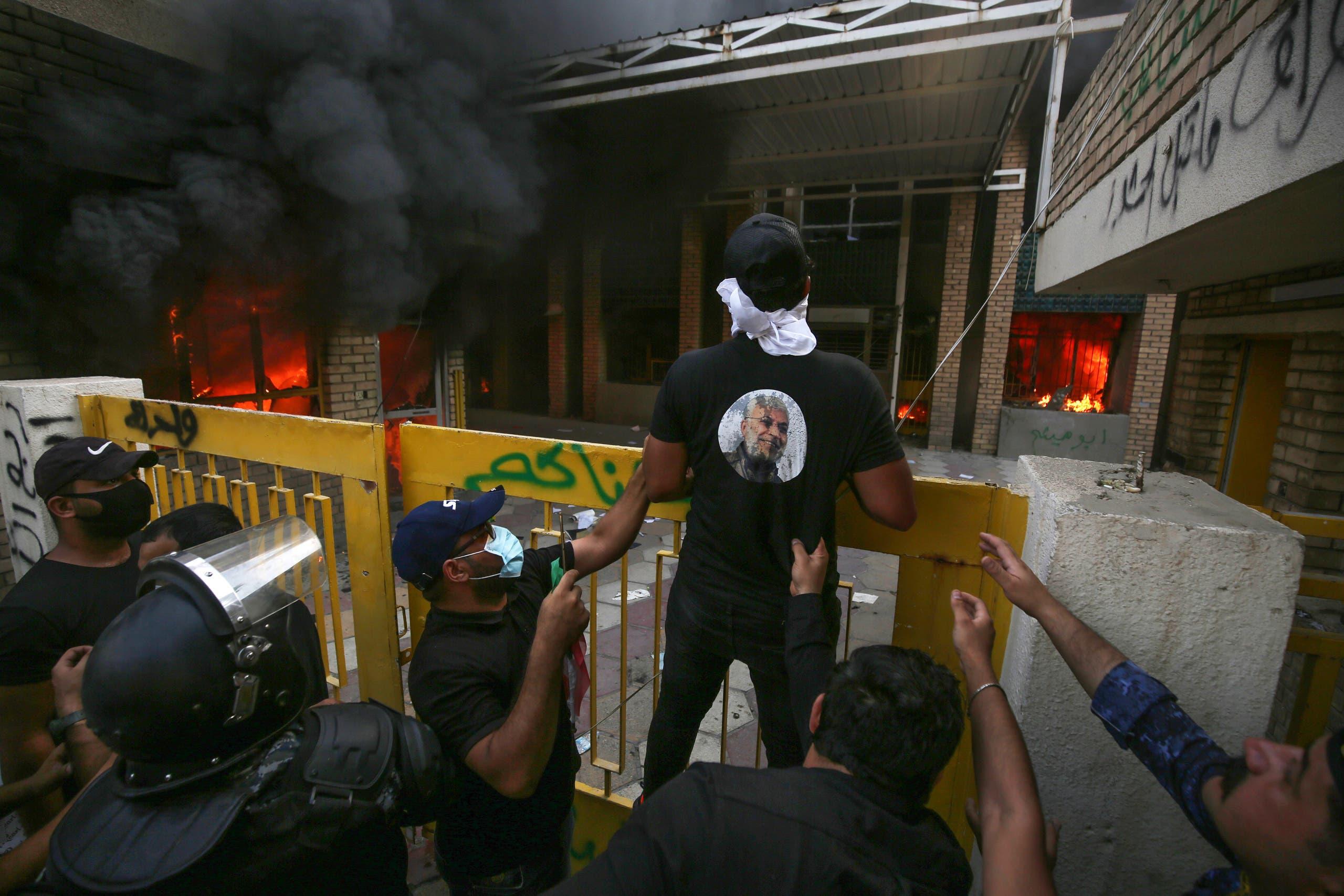 من محيط مقر الحزب الديمقراطي الكردستاني في بغداد (16 أكتوبر 2020- فرانس برس)