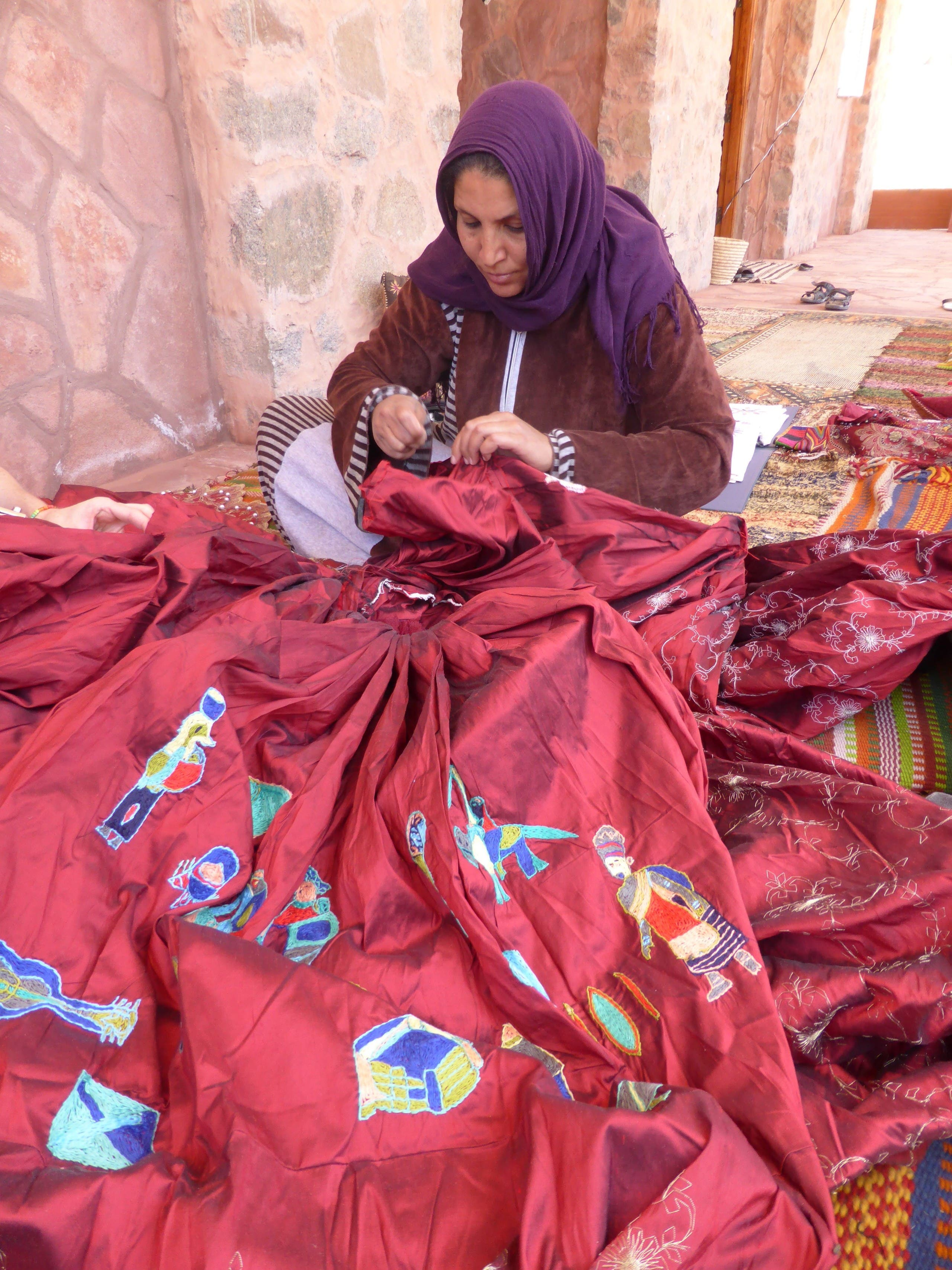 FanSina founder Selema Gebaly, working on the dress in Saint Catherine, Sinai, Egypt. (Supplied: Kirstie Macleod)