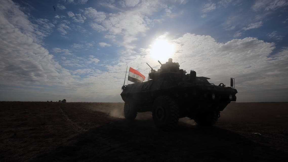 Iraqi forces, supported by members of the Hashed al-Shaabi (Popular Mobilisation units), advance through the Salaheddin province in the western desert bordering Syria after leaving the town of Baiji, on November 25, 2017, as they attempt to flush out remaining Islamic State (IS) group fighters in the Al-Jazeera region.