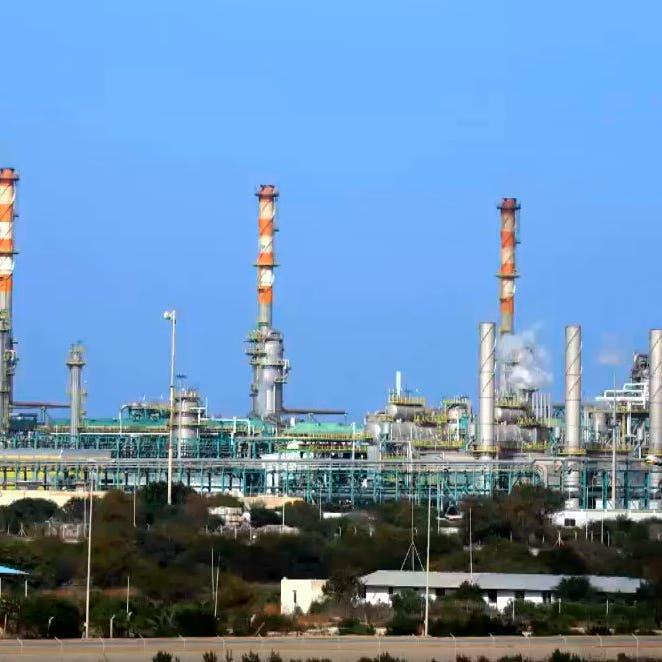 محللون: الخفض السعودي سيعزز السحب من مخزونات النفط