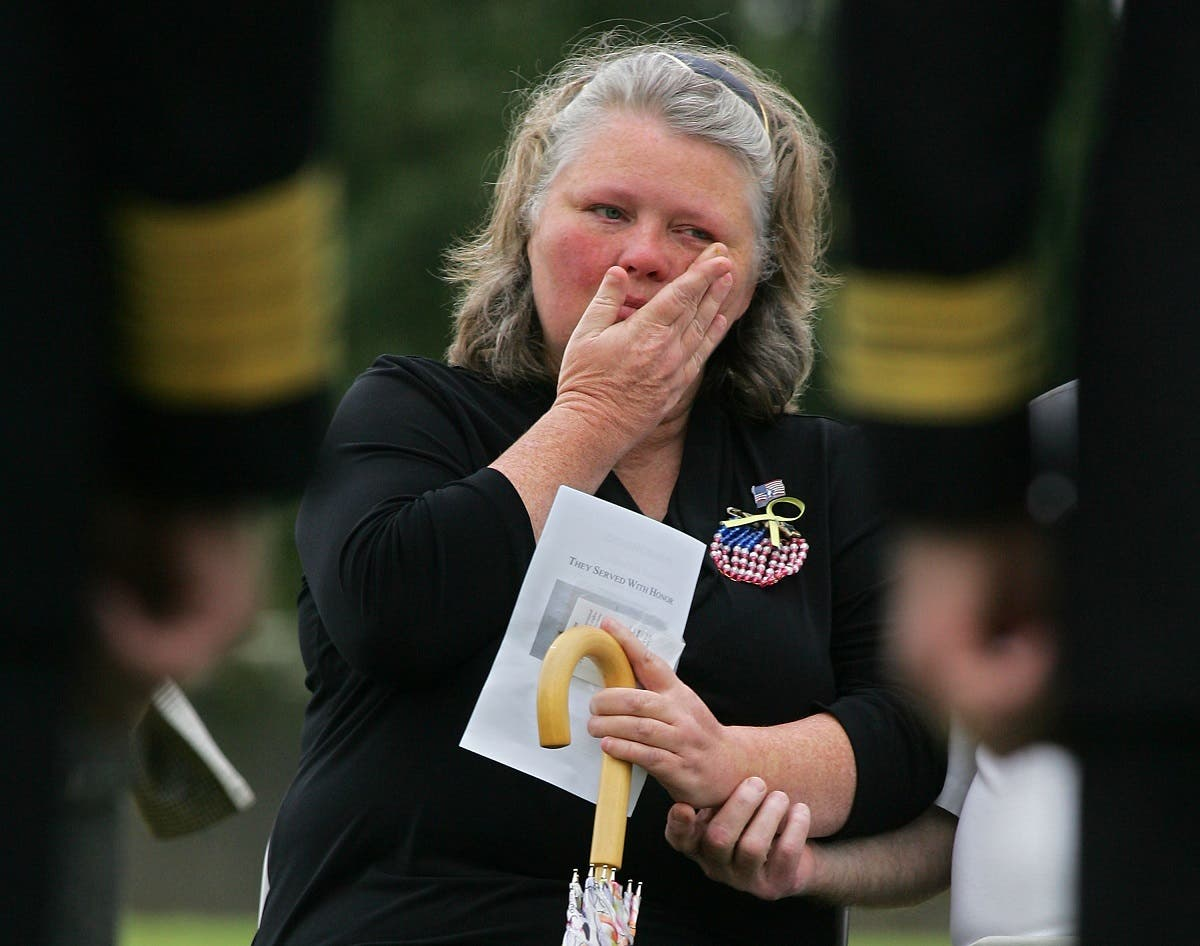Gloria Clodfelter mourns her son during a memorial service on the fifth anniversary of the bombing of the USS Cole at Arlington National Cemetery in, Virginia, Oct. 12, 2005. (Reuters)