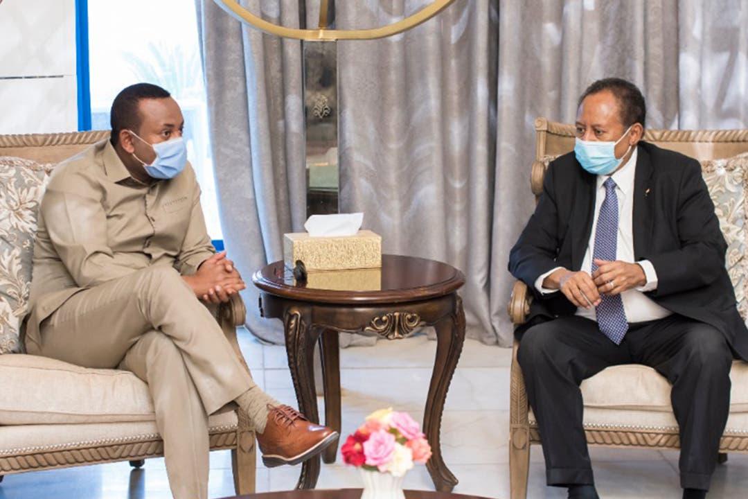 أبي أحمد بلتقي بنظيره السوداني عبدالله حمدوك في الخرطوم في أغسطس الماضي