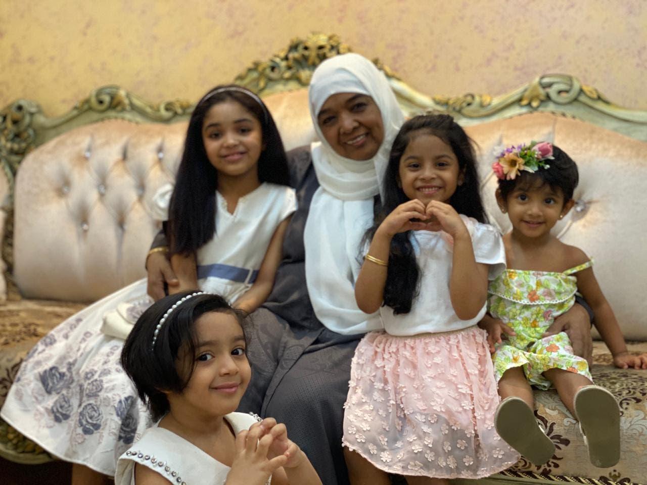 سعدية فلفلان مع عائلتها