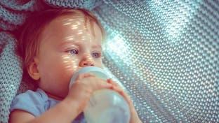 آیا شیشههای شیر برای سلامتی کودکان خطر دارد؟