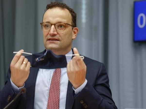 لم تفارقه الكمامة.. إصابة وزير الصحة الألماني بكورونا