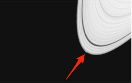 «پگی» قمر راز آلود زحل