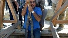 مصری وزیراعظم کی کنوئیں میں اترنے کی تصویر عوامی توجہ کا مرکز
