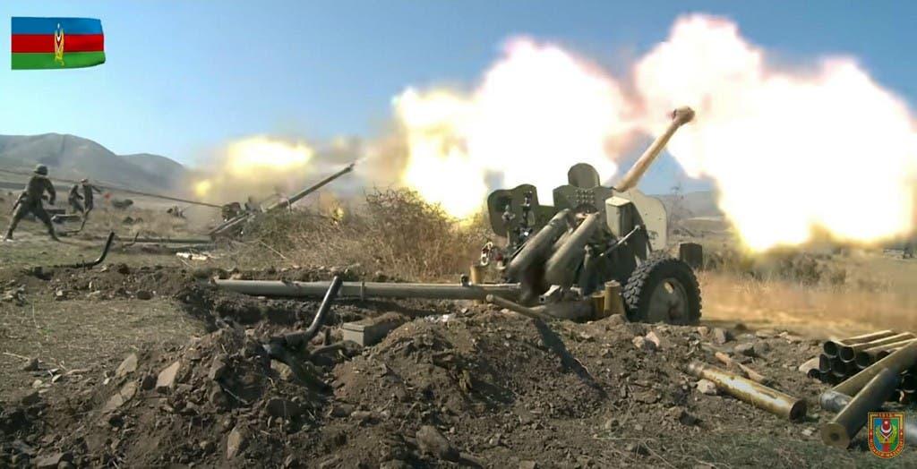 صورة نشرتها وزارة الدفاع الأذربيجانية لقصف إقليم كاراباخ - فرانس برس