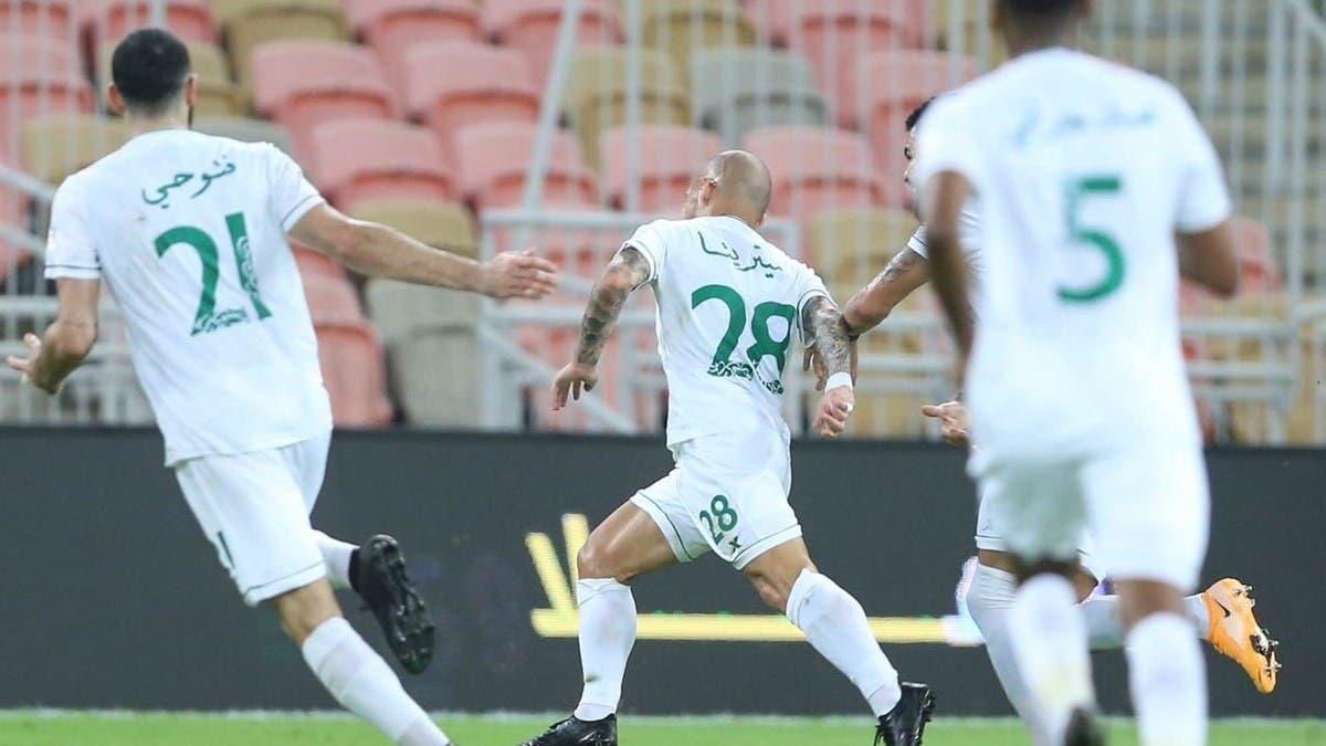 الأهلي يهزم الوحدة ويعتلي صدارة الدوري السعودي