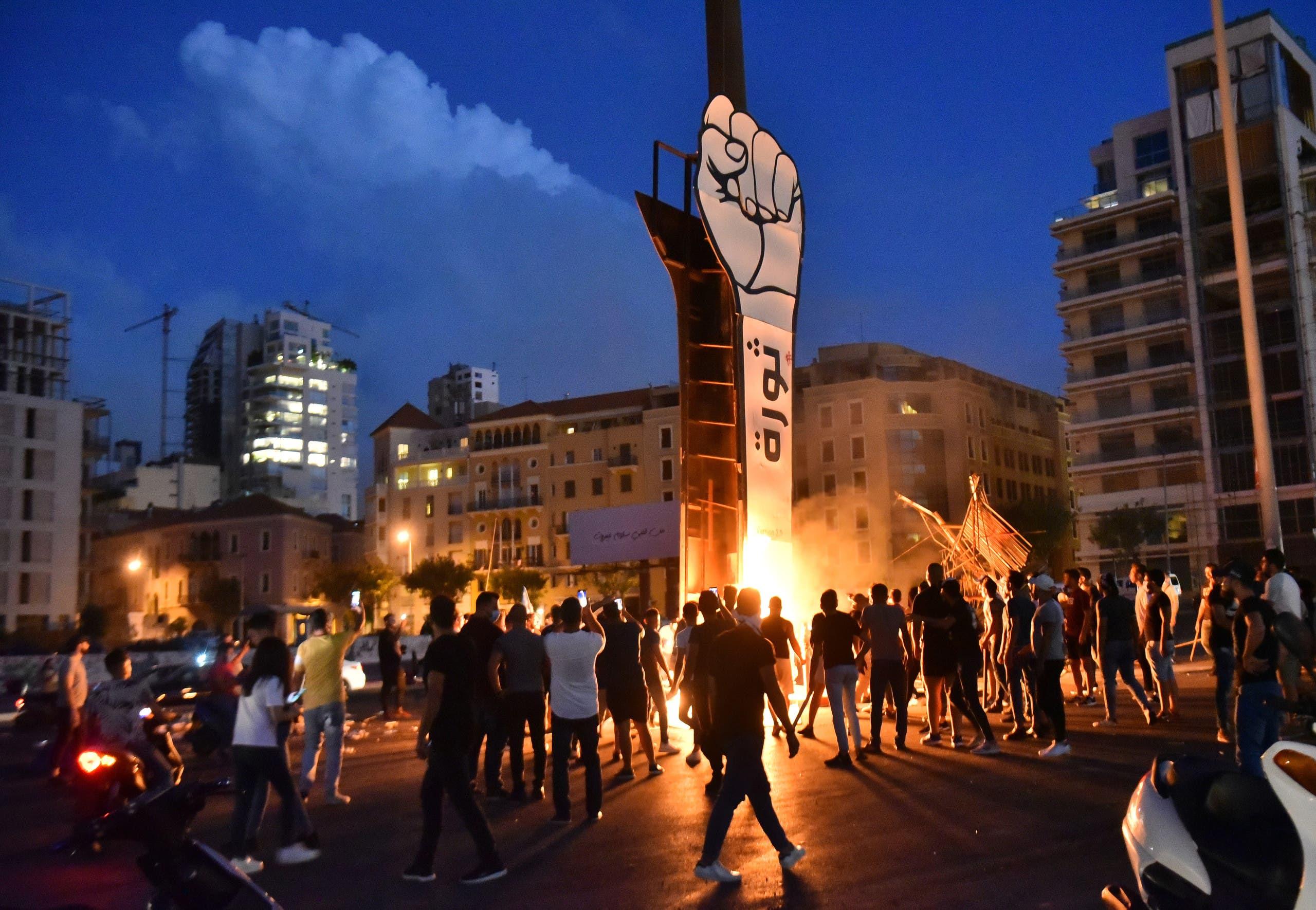 إحراق مجسم الثورة