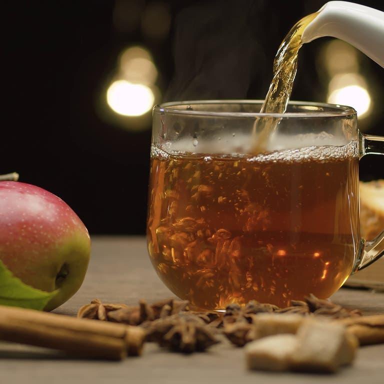 لخفض ضغط الدم ومحاربة أمراض القلب.. عليك بالشاي والتفاح