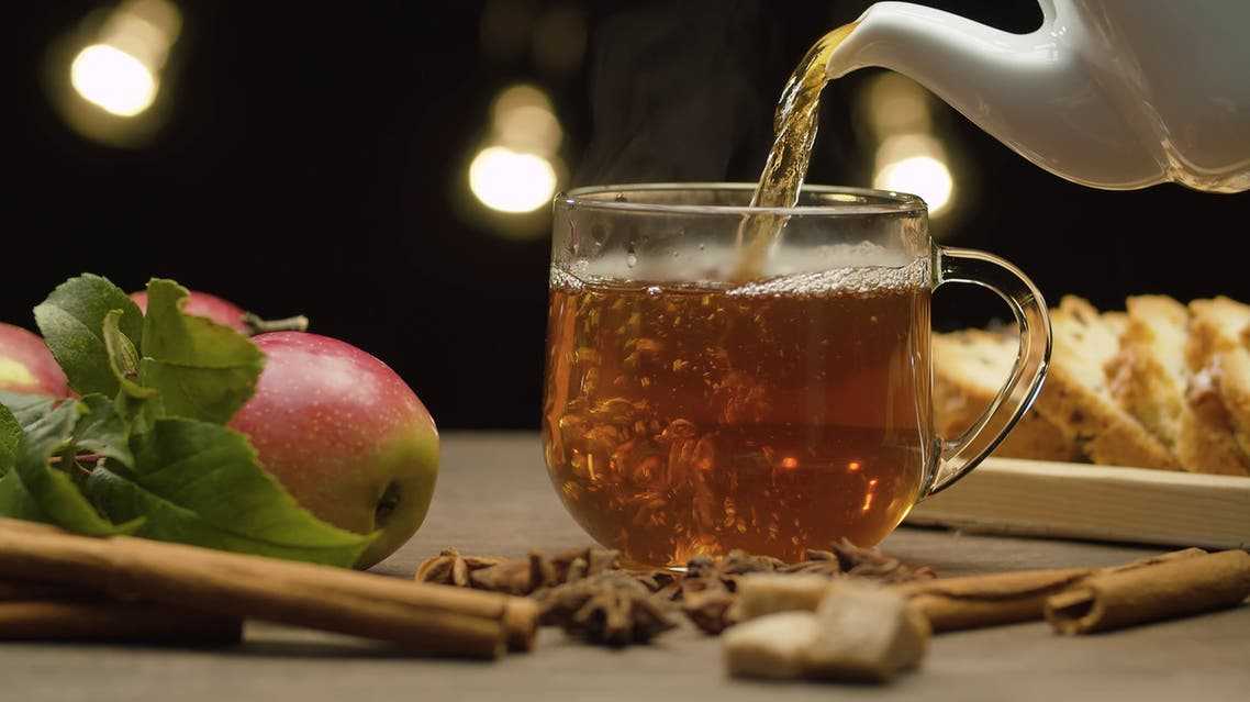 الشاي و التفاح