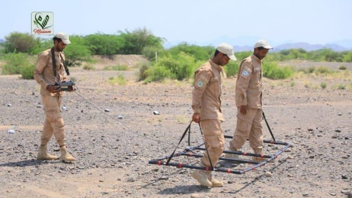 مسام ينزع ألغام حوثية في موزع تعز اليمن